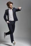 Portret elegancki facet z przypadkowymi ubraniami Zdjęcia Stock