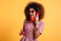 Portret excited dosyć afro amerykańska kobieta Zdjęcia Royalty Free