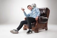 Portret fan z piłką, trzyma tv daleki na białym tle Obrazy Stock