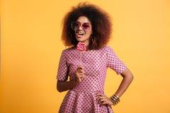 Portret figlarnie afro amerykańska kobieta Fotografia Stock