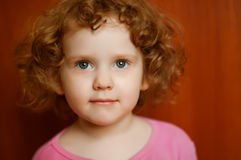 Portret fine curly girl with open gray eyes Royalty Free Stock Images