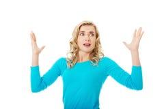 Portret gniewna kobieta z rękami up Zdjęcia Royalty Free