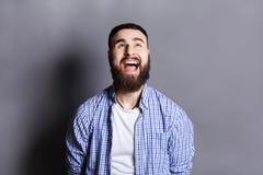 Portret gniewnego płaczu brodaty mężczyzna Obrazy Royalty Free