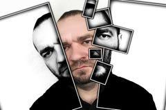 Portret gniewni mężczyzna na popielatym tle obraz stock