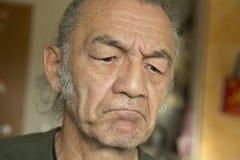 Portret gniewny enior mężczyzna zdjęcia royalty free