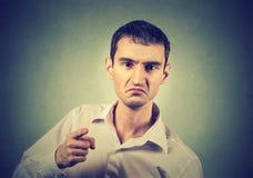 Portret gniewny młody człowiek fotografia royalty free