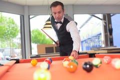 Portret het professionele snooker spelen royalty-vrije stock afbeeldingen