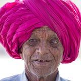 Portret Indiański mężczyzna w turbanie który odwiedzał Ellora jamę, stan maharashtra, India Fotografia Stock