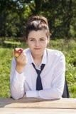 Portret je jabłka bizneswoman Fotografia Royalty Free