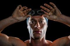 Portret jest ubranym pływackich gogle pływaczka obraz royalty free