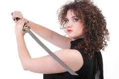 Portret kędzierzawej kobiety kędzierzawa dziewczyna i kordzik Obraz Royalty Free