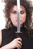 Portret kędzierzawej kobiety kędzierzawa dziewczyna i kordzik Zdjęcia Royalty Free