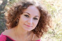 Portret kędzierzawa dziewczyna Zdjęcia Royalty Free