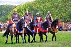 Portret końscy jeźdzowie w dziejowych kostiumach Obrazy Royalty Free