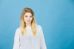 Portret kobieca blondynki młoda kobieta Obrazy Royalty Free
