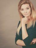 Portret kobieca blondynki młoda kobieta Zdjęcie Stock