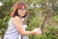 Portret kobiet spojrzenia szczęśliwa uśmiechnięta twarz Fotografia Stock