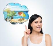 Portret kobieta która marzy o wakacje na plaży Ładny lata miejsce rysuje w myśl bąblu zdjęcia stock