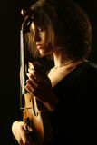 Portret kobieta muzyk z skrzypce zdjęcia royalty free