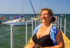 Portret kobieta na morzu Obrazy Royalty Free