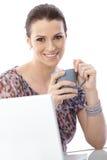 Portret kobieta z kawą i komputerem Obrazy Stock