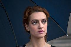 Portret kobieta z parasolem zdjęcie royalty free