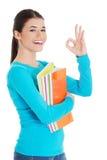Portret kobiety mienie zauważa pokazywać ok znaka Zdjęcie Stock
