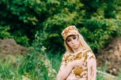 Portret kobiety piękny żołnierz lub intymny militarny kontrahent zdjęcia stock