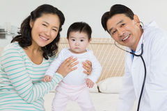 Portret lekarka, matka i dziecko, zdjęcie royalty free