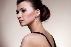 Portret luksusowa kobieta w wyłącznej biżuterii Obraz Royalty Free