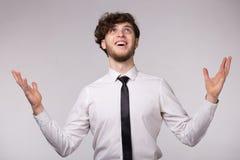 Portret młody człowiek z podziwiającym emocjonalnym wyrazem twarzy fotografia royalty free