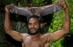 Portret mężczyzna plemię Yaffi po tropić latających lisy Nowa gwinei wyspa Zdjęcie Royalty Free