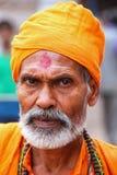 Portret mężczyzna pozycja przy Kinari bazarem w Agra, Uttar Prade Obrazy Royalty Free
