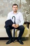 Portret mężczyzna w białym kostiumu i koszula fotografia royalty free