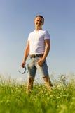 Portret mężczyzna w naturze Zdjęcia Royalty Free