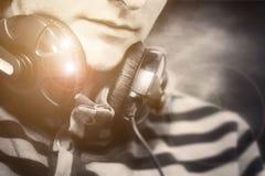 Portret mężczyzna z hełmofonami Fotografia Royalty Free