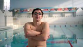 Portret męska pływaczka w pływackim basenie zbiory