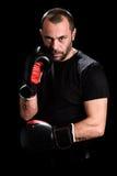 Portret męski atleta boksera mężczyzna patrzeje agresywny z Boxin Obrazy Stock