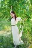 Portret młoda ładna kobieta z kwiatu wiankiem Obraz Stock