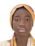 Portret młoda Afro dziewczyna jest ubranym tradycyjnego chustka na głowę, odizolowywający Obraz Royalty Free