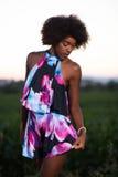 Portret młoda afroamerykańska kobieta w lato sukni obraz royalty free