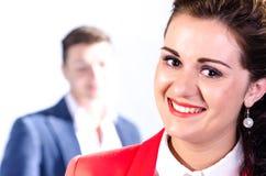Portret młoda biznesowa kobieta z jej kolegą przy plecy Obrazy Stock