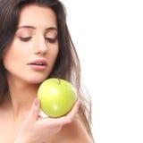 Portret młoda brunetka trzyma jabłka Obraz Royalty Free