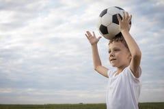 Portret młoda chłopiec z piłki nożnej piłką Fotografia Royalty Free