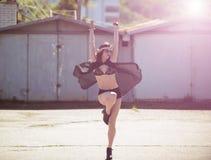 Portret młoda hipis dziewczyna w sunglases obraz royalty free