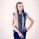 Portret młoda kobieta - administrator w eleganckim kostiumu na a zdjęcie royalty free