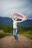 Portret młoda kobieta plenerowy taniec Fotografia Stock