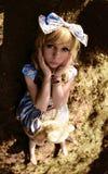 Portret młoda kobieta ubierał jako lala, blisko drzewa Zdjęcie Stock