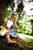 Portret młoda kobieta ubierał jako lala, blisko drzewa Fotografia Stock