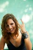 Portret młoda kobieta w ciężkiego metalu stylu Zdjęcie Stock